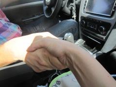 mână fină, strângere nu prea convingătoare