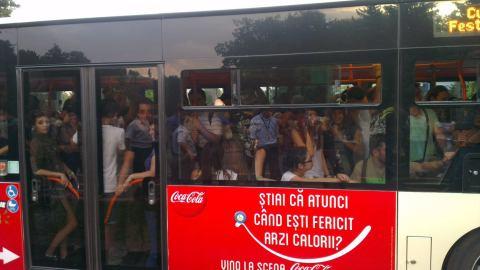 singura poză pe care am făcut-o a fost cu aglomeraţia din autobuzul - linie specială pentru B'EstFest