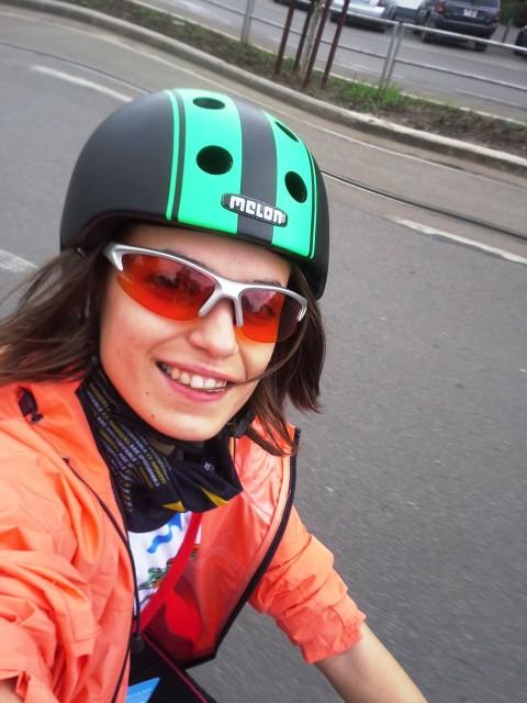 La primul selfie era sa cad de pe bicicleta. Mi se prinsese snurul la schimbator. M-am oprit, m-au ajutat organizatorii, dar asa am ratat de la inceput plutonul fruntas