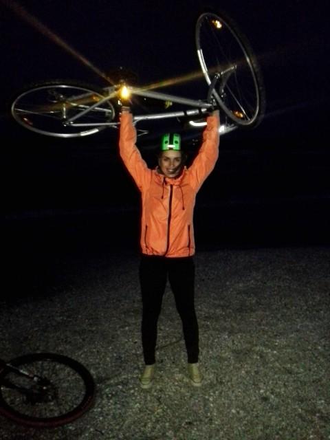 Abia am ridicat bicicleta la finish desi este foarte usoara. Faci febra musculara mai mult decat te+ai fi putut gandi