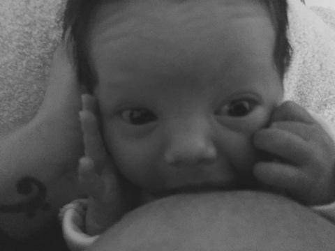 Fața lui Iris când primește sânul :))